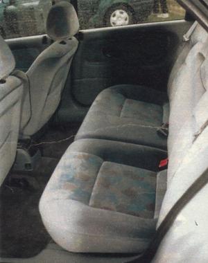 Choć kanapa jest szeroka, to wyprofilowanie foteli pozwala na wygodną jazdę tylko dwóch osób. (kliknij, żeby powiększyć) /Motor