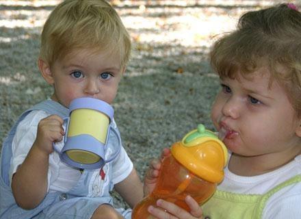 Choć niekapki mają wiele zalet, mogą negatywnie wpływać na zgryz małego dziecka /© Panthermedia