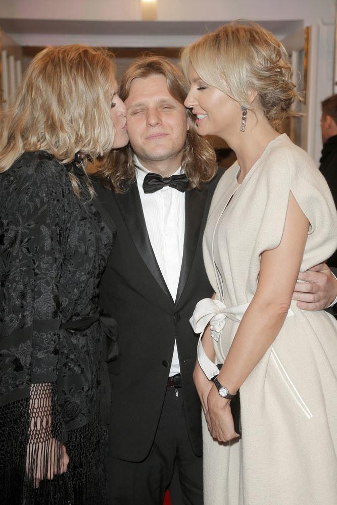 Chociaż dotychczas Agnieszka miała duże grono znajomych, ostatnio najwięcej czasu spędza z Piotrem i jego siostrą Julią /Podlewski /AKPA