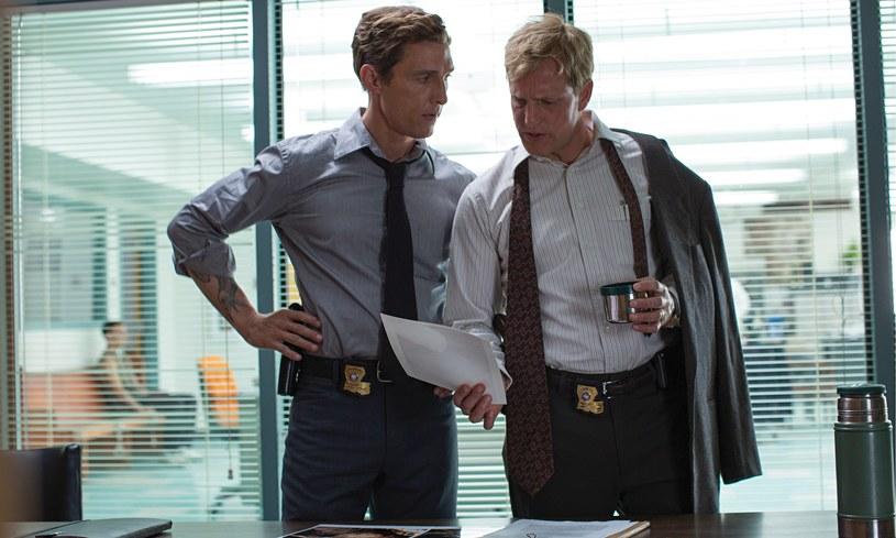 Chociaż policyjne duety to motyw często wykorzystywany przez filmowców, Harrelsonowi i McConaughey'owi udało się nie popaść w banał /materiały prasowe