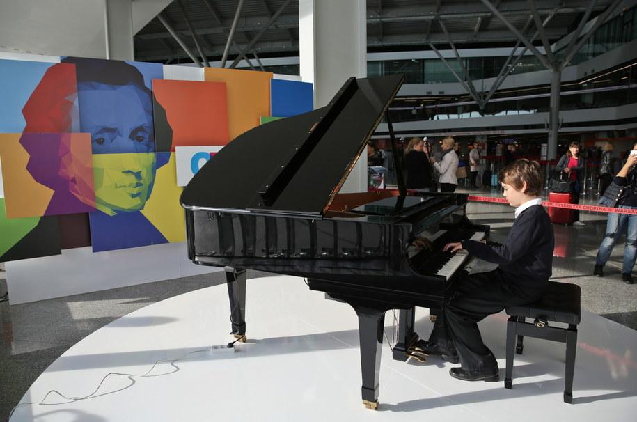 Chopin Music Spot - strefa promująca muzykę fortepianową na Lotnisku Chopina. /Rafał Guz /PAP