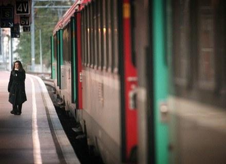 Choroby lokomocyjnej nie da się wyleczyć, ale można łagodzić jej objawy. /AFP
