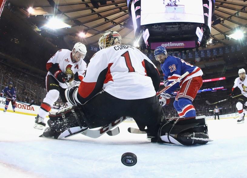 Chris Kreider zdobywa bramkę dla New York Rangers /AFP
