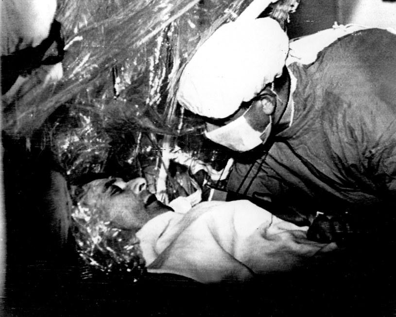 Christian Barnard ze swoim pacjentem Louisem Washkansky /Getty Images