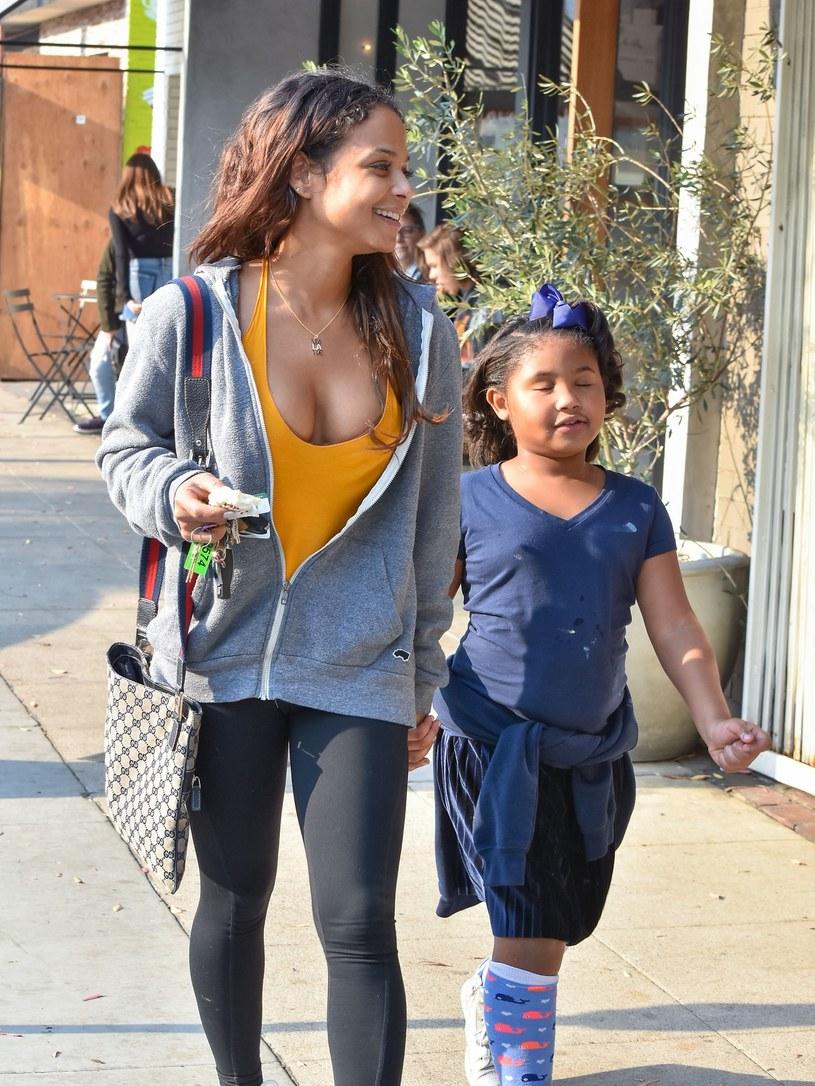 Christina Milian z córką na zakupach /East News