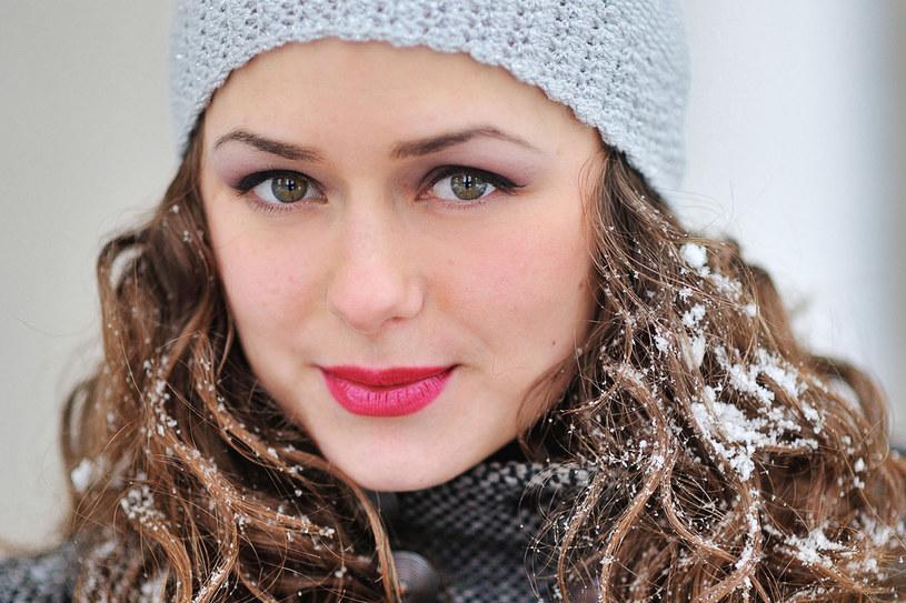 Chroń włosy ciepłą, ale zrobiona tylko z naturalnych materiałów czapką /©123RF/PICSEL