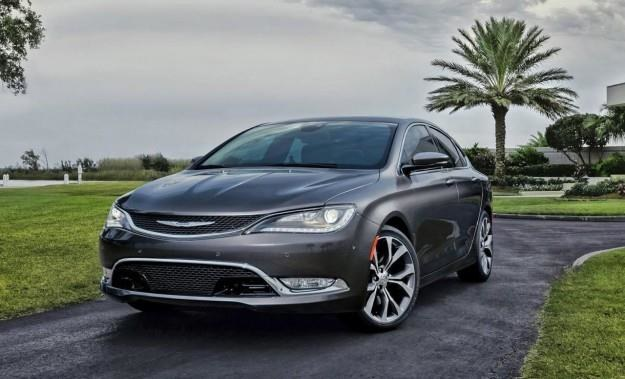Chrysler 200 /