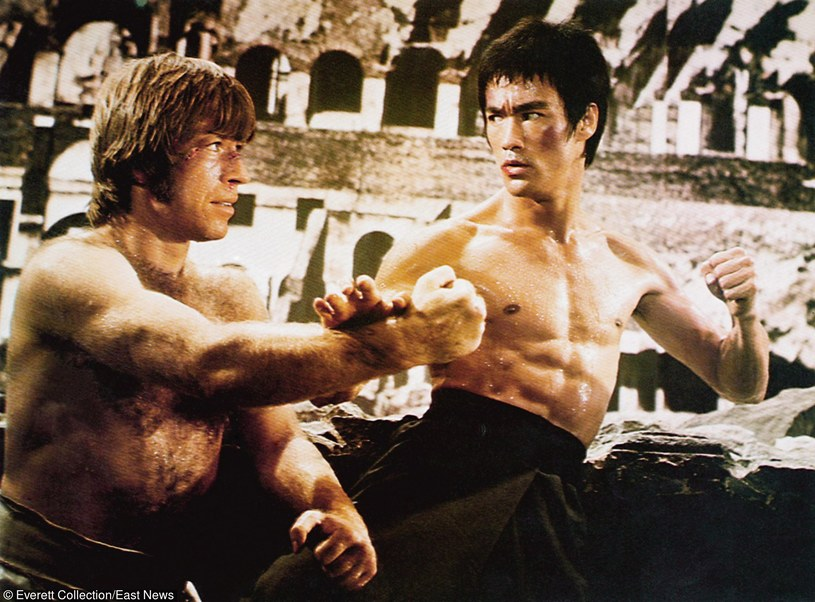 "Chuck Norris i Bruce Lee w filmie ""Droga smoka"" /Everett Collection /East News"
