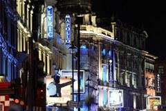 Chwile grozy w londyńskim teatrze. Fragment sufitu spadł na widzów