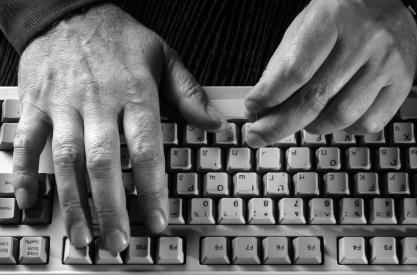 """Ci, którzy padli już ofiarą """"kradzieży tożsamości"""", powinni niezwłocznie pozmieniać wszystkie hasła, a także przeskanować komputer aktualnym oprogramowaniem antywirusowym /123RF/PICSEL"""
