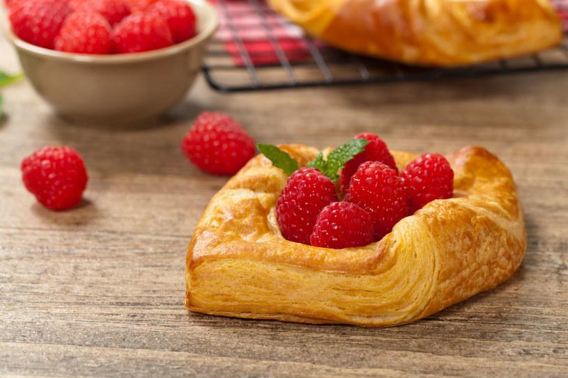 Ciasteczka francuskie z owocami /123RF/PICSEL