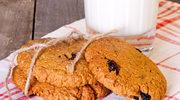 Ciastka owsiane z masłem orzechowym i śliwką kalifornijską