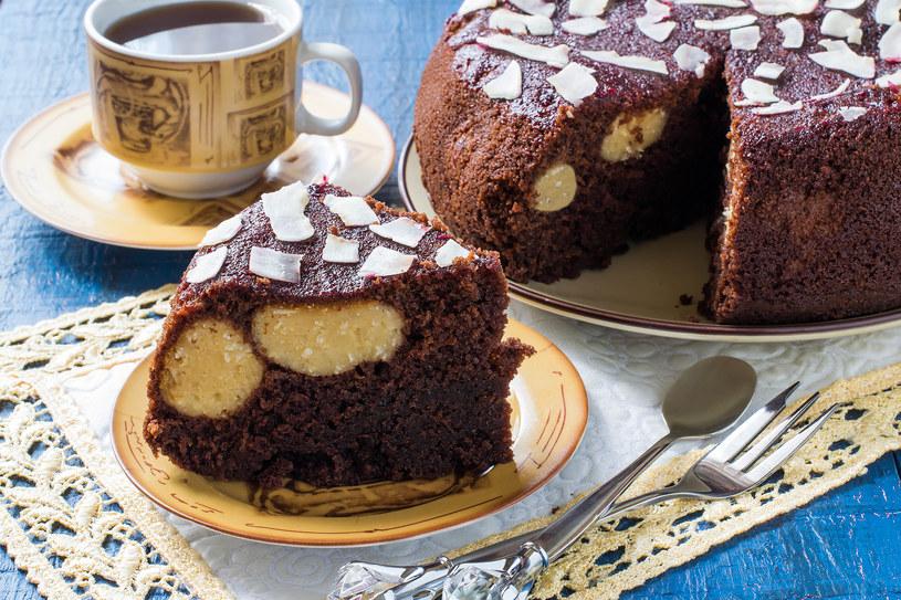 Ciasto czekoladowo-kokosowe /©123RF/PICSEL