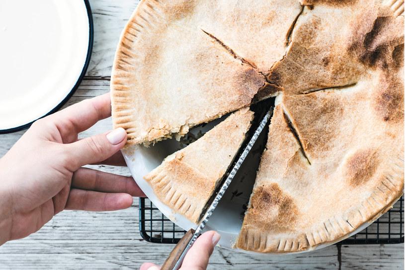 Ciasto na oliwie z cukinią i bryndzą /materiały prasowe
