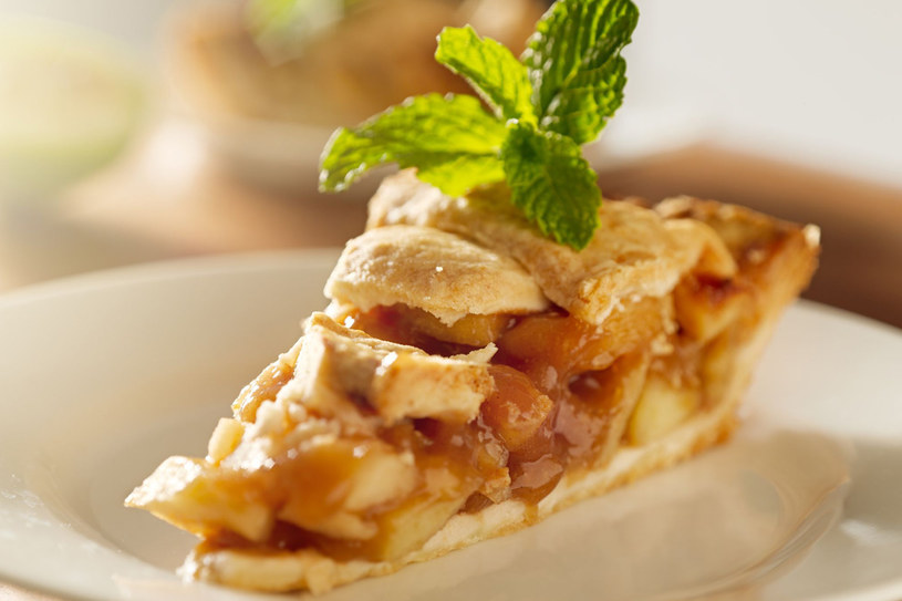 Ciasto orzechowo-jabłkowe /123RF/PICSEL