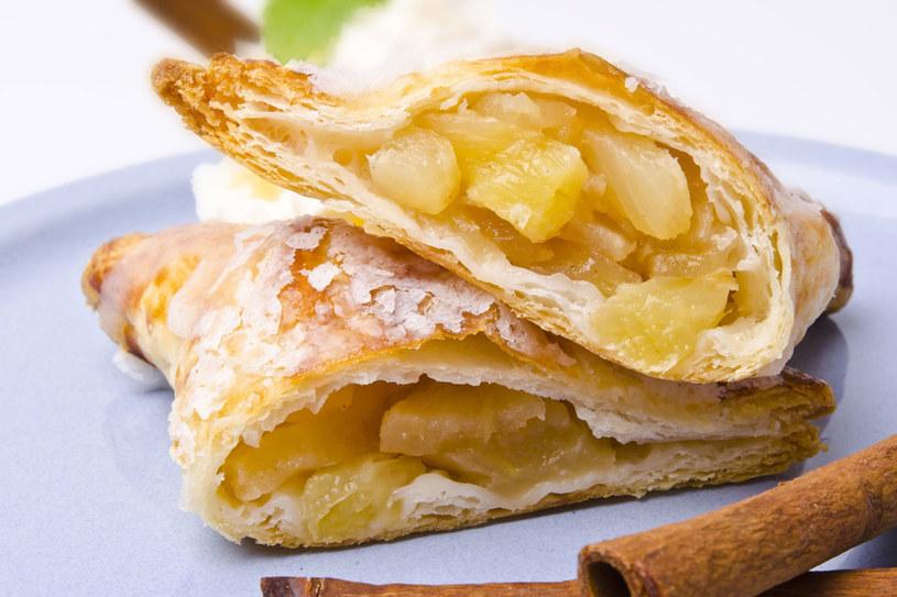 Ciasto półfrancuskie z jabłkami /©123RF/PICSEL