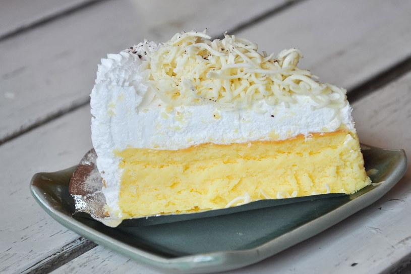 Ciasto z ajerkoniakiem /123RF/PICSEL