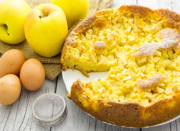 Ciasto z jabłkami - jeden z najpopularniejszych deserów na polskim stole /©123RF/PICSEL