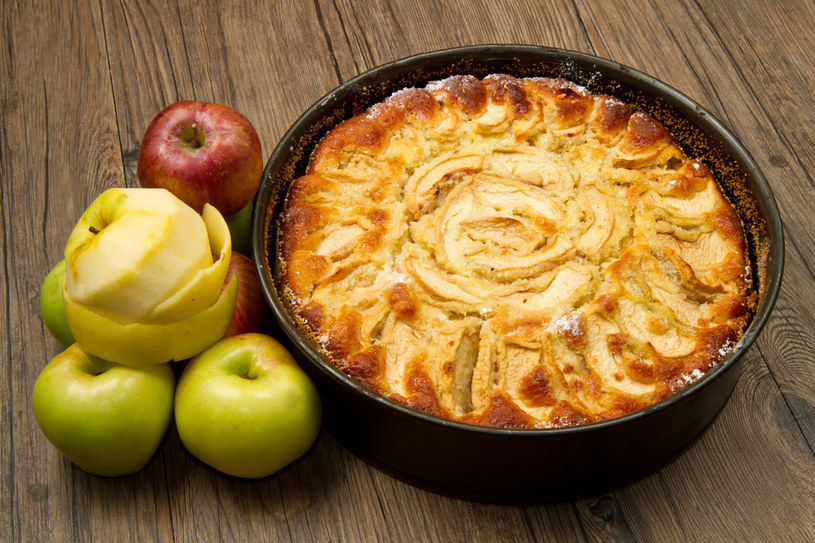 Ciasto z jabłkami /©123RF/PICSEL