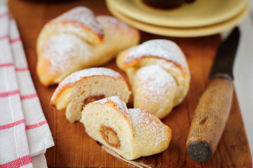 Ciasto zachowa świeżość, jeśli zamiast mleka użyjemy kefiru /Picsel /123RF/PICSEL