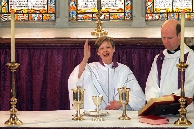 Ciekawe czy nowa tradycja przeniesie się z kościołów Anglii i Kanady także do np. Polski /AFP
