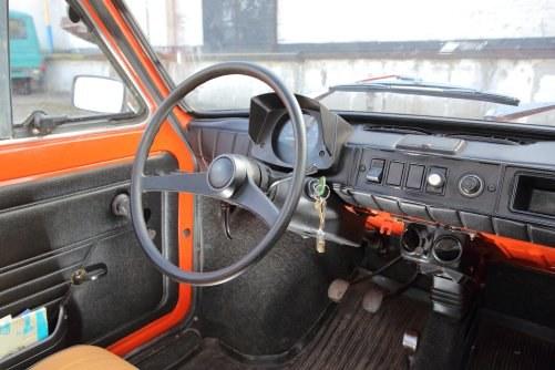 """Cienka kierownica i licznik typu """"kapliczka"""" występowały mniej więcej do 1986 r. Na zdjęciu auto z rocznika 1978. /Auto Moto"""