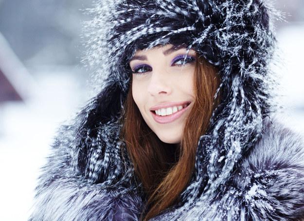 Ciepły plaszcz pozwoli cieszyć się zimą /123RF/PICSEL