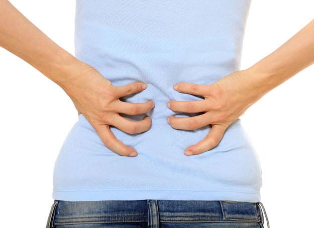 Cierpisz na bóle kręgosłupa? Bądź ostrożna w podróży /123RF/PICSEL