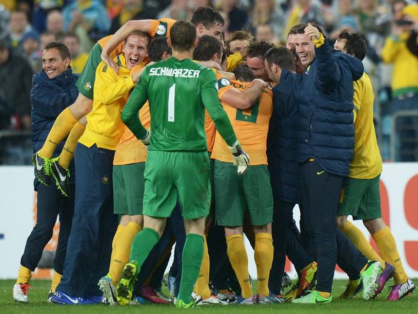 Cieszący się piłkarze Australii /AFP