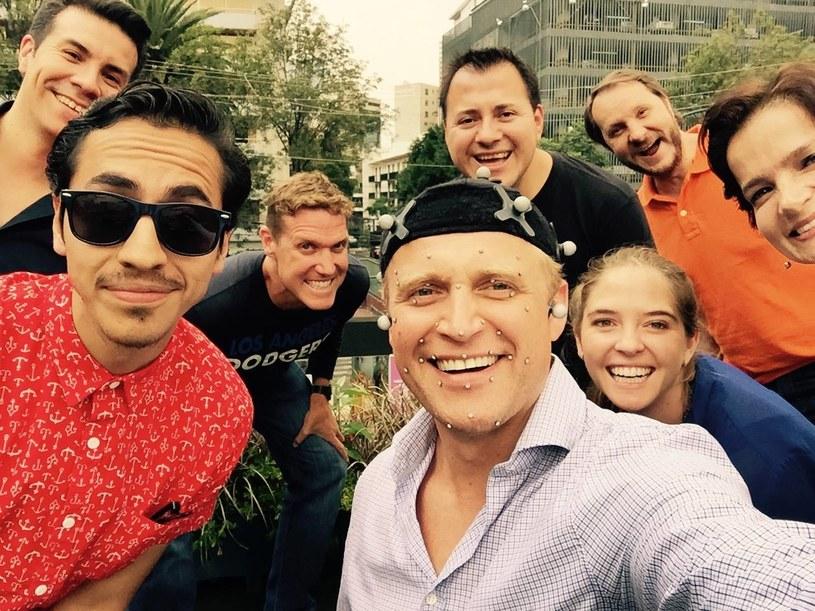 """Cieszę się, że powstaje film o św. Maksymilianie Kolbe, choć po raz kolejny zaskoczony jestem tym, że polski temat realizowany jest przez zagranicznych producentów, którzy widzą w tej historii międzynarodowy potencjał - mówi Piotr Adamczyk, który zaprzyjaźnił się w Mexico City z ekipą produkcji """"Max and Me"""" /Facebook"""