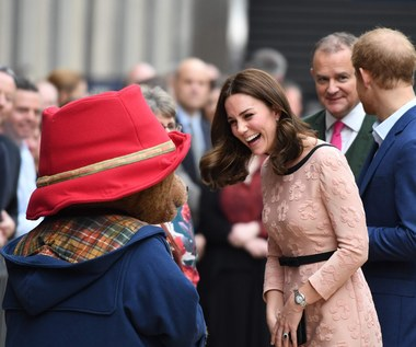 Ciężarna księżna Kate zatańczyła z Misiem Paddingtonem