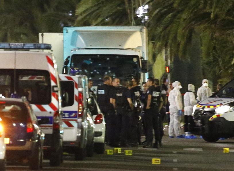 Ciężarówka, która staranowała tłum w Nicei /REUTERS/Eric Gaillard /Agencja FORUM