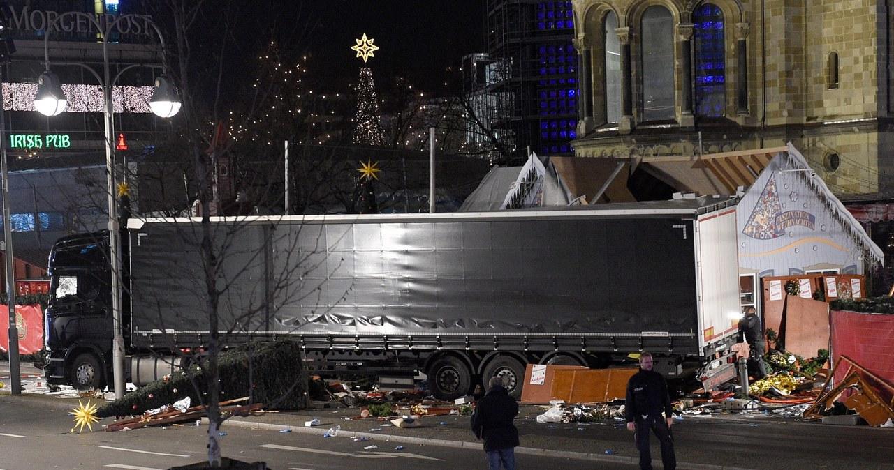 Ciężarówka wjechała w ludzi na kiermaszu w Berlinie - kilkunastu zabitych