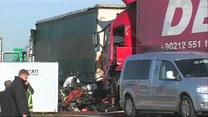 Ciężarówka zgniotła samochód osobowy. Trzy ofiary śmiertelne