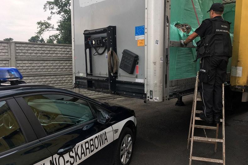 Ciężarówkę zatrzymał do kontroli patrol z opolskiego Urzędu Celno-Skarbowego. /Izba Administracji Skarbowej w Opolu /