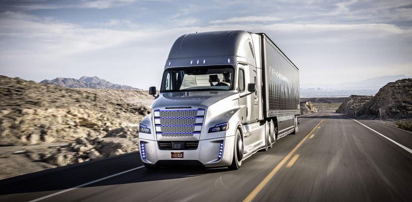 Ciężarówki takie jak Freightliner Inspiration wkrótce będą przemierzać Stany Zjednoczone /materiały prasowe
