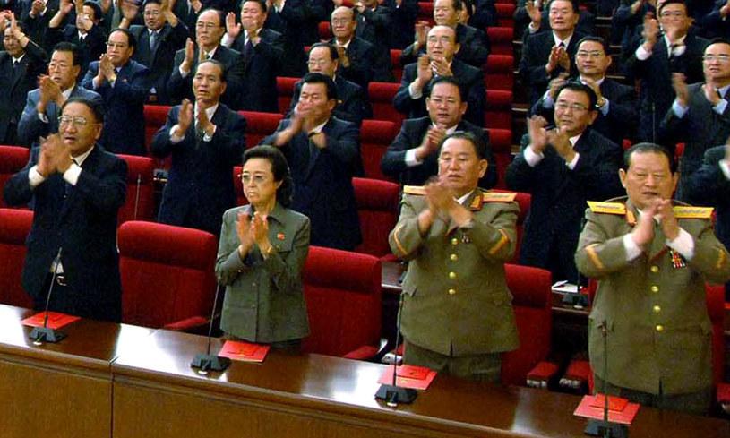 Ciotka Kim Dzong Una, Kim Dzong Hui (druga z lewej) /AFP