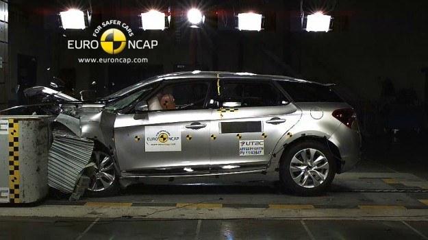 Citroen DS5 zdobył w teście zderzeniowym komplet pięciu gwiazdek. /Euro NCAP
