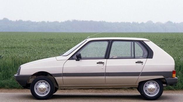 Citroen Visa II jest stosunkowo dużym samochodem małolitrazowym, w którym montowany jest również mały silnik 652 cm3. /Citroen