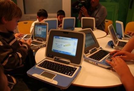 Classmate PC drugiej generacji, czyli netbook mający ułatwić dostęp do sieci. /materiały prasowe