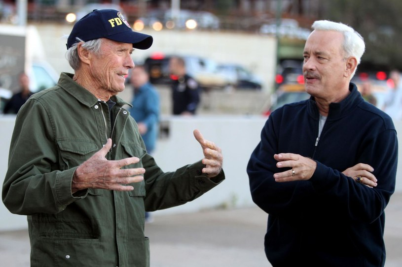 "Clint Eastwood i Tom Hanks na planie filmu ""Sully"" /materiały prasowe"