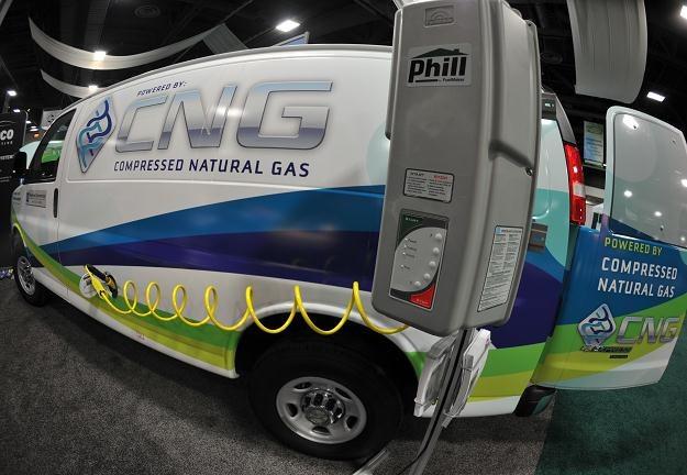 CNG nadaje się do napędzania dużych samochodów /AFP