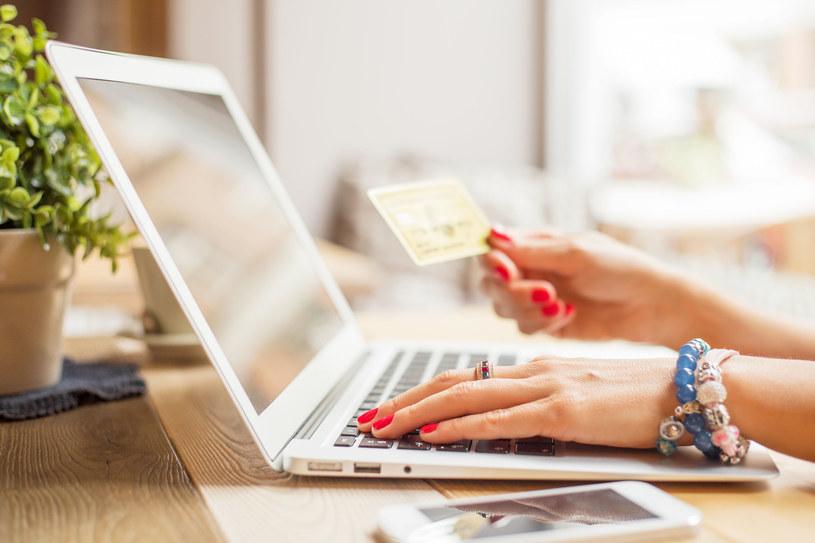 Co bardzo tanie, to drogie - uważajmy na podejrzane sklepy internetowe kuszące nas niskimi cenami /©123RF/PICSEL