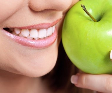 Co jeść, by mieć zdrowe zęby?