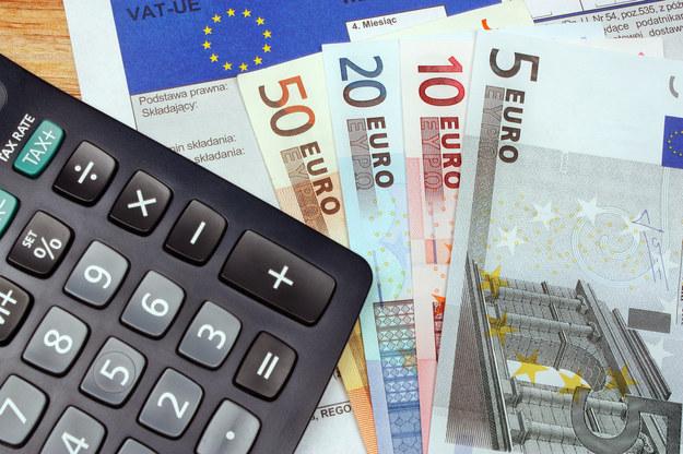 Co jest bardziej korzystne: płacić podatki za granicą czy pw Polsce? /123RF/PICSEL