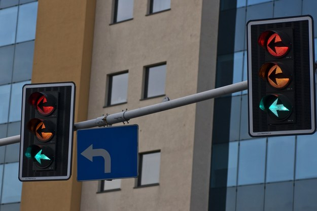 Co ma uczynić radny, który wie, że sygnalizacja nie zawsze wpływa na bezpieczeństwo i poprawę płynności ruchu? /Fot. Łukasz Korzeniowski /East News
