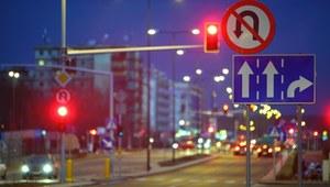 Co mobilizuje Polaków do przestrzegania przepisów?