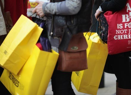 Co piąta kobieta przyznaje, że jest uzależniona od zakupów /Getty Images/Flash Press Media