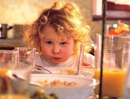 Co piją nadpobudliwe dzieci? /INTERIA.PL