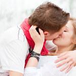 Co pocałunek mówi o związku?